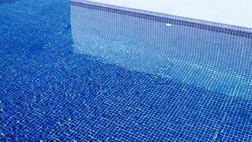 Choosing Tiles that Build a Sparkling Swimming Pool